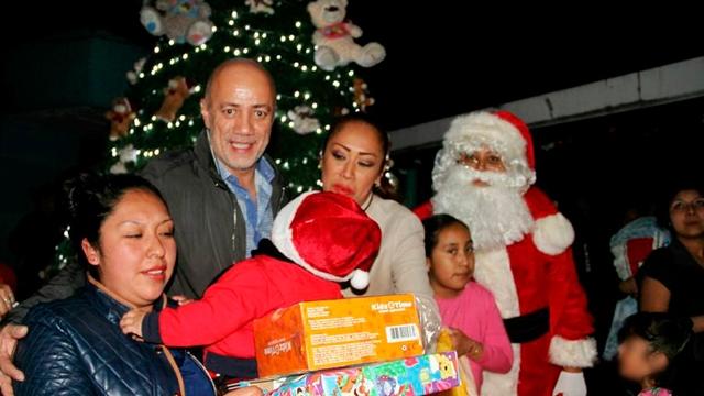 Visita Santa a niños de Santa Martha