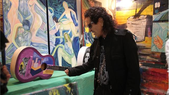 """Pintan 50 guitarras conmemorativas para el """"TRI"""" en el Reclusorio Oriente"""