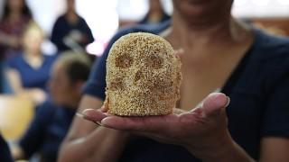 Mujeres en reclusión de Santa Martha Acatitla aprenden elaboración de calaveras amaranto